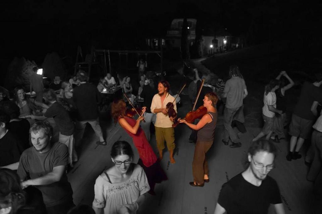 Bild von Gruppe violins in fusion