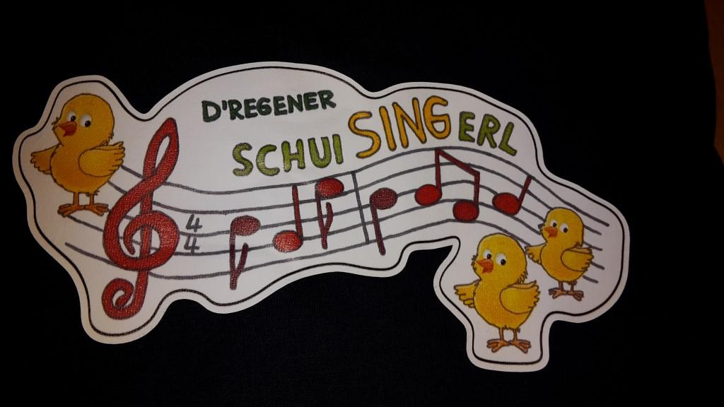 Bild von Gruppe Afgmischt mit de Regener SchuiSINGerl und der Musikalischen Grundschule March